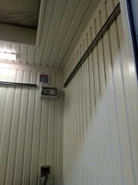 Technologický kontejner s dvojitou podlahou